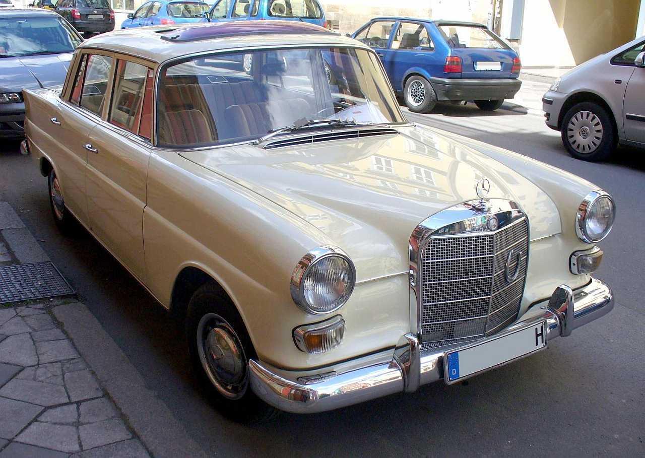 """[Historique] La Mercedes-Benz W110 """"Kleine Heckflosse"""" 1961 - 1968 W110_200D-1"""