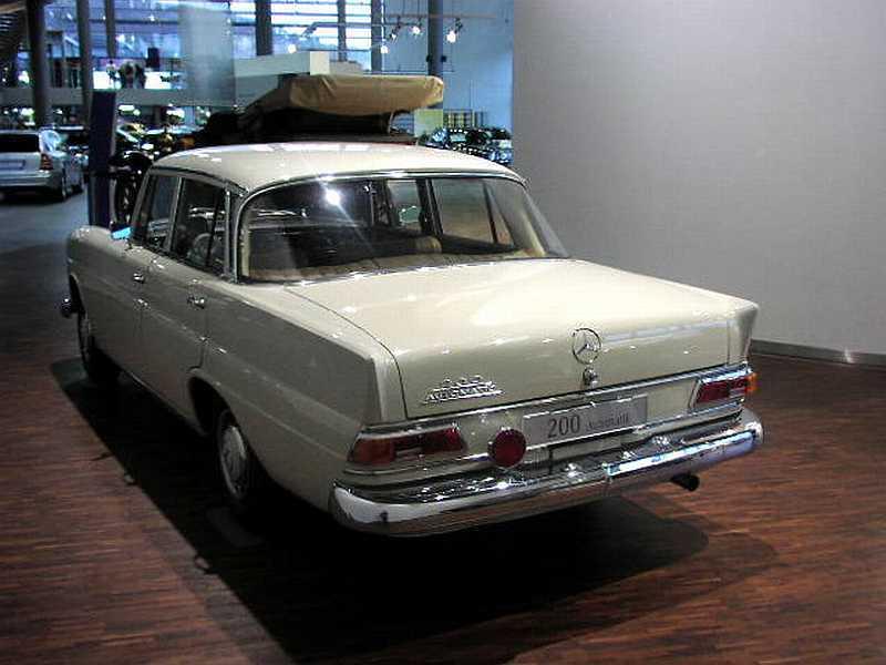 "[Historique] La Mercedes-Benz W110 ""Kleine Heckflosse"" 1961 - 1968 W110_200_02"