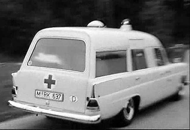 """[Historique] La Mercedes-Benz W110 """"Kleine Heckflosse"""" 1961 - 1968 W110_230_binz_Ambulance"""