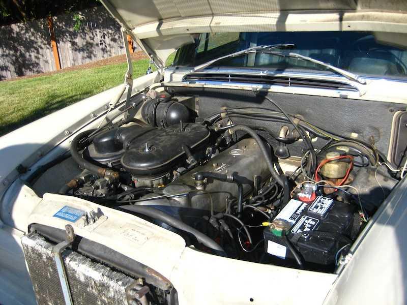 "[Historique] La Mercedes-Benz W110 ""Kleine Heckflosse"" 1961 - 1968 W110_230_motor"