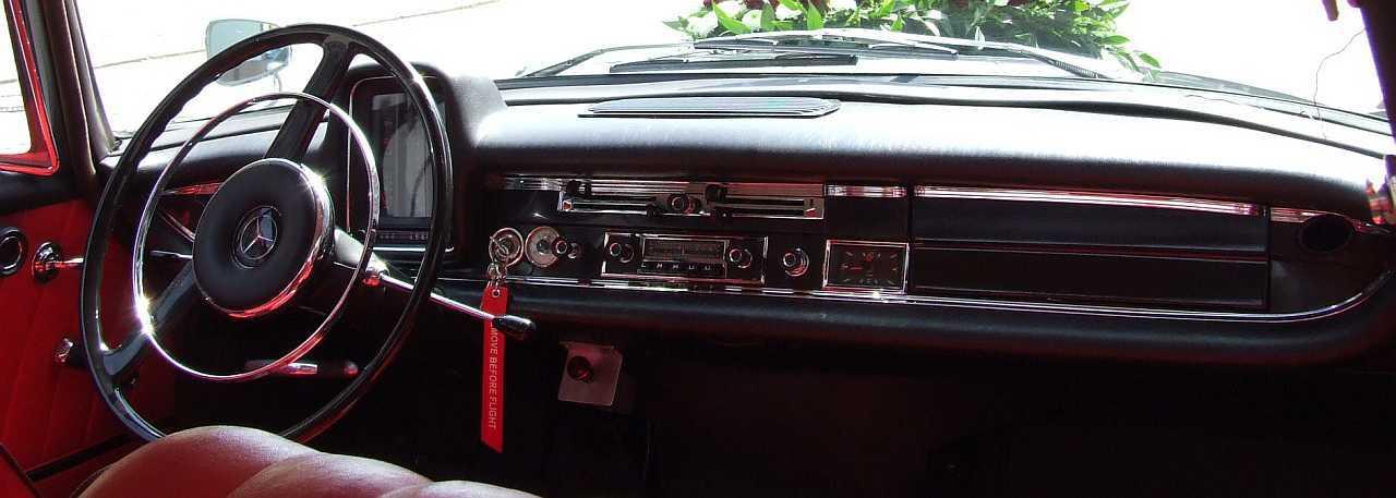 "[Historique] La Mercedes-Benz W110 ""Kleine Heckflosse"" 1961 - 1968 W110_Cockpit"