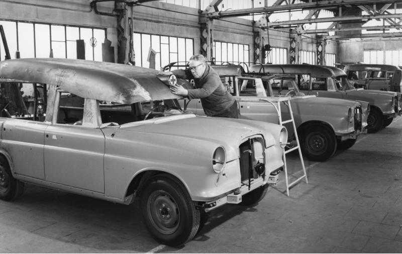 "[Historique] La Mercedes-Benz W110 ""Kleine Heckflosse"" 1961 - 1968 W110_IMA"