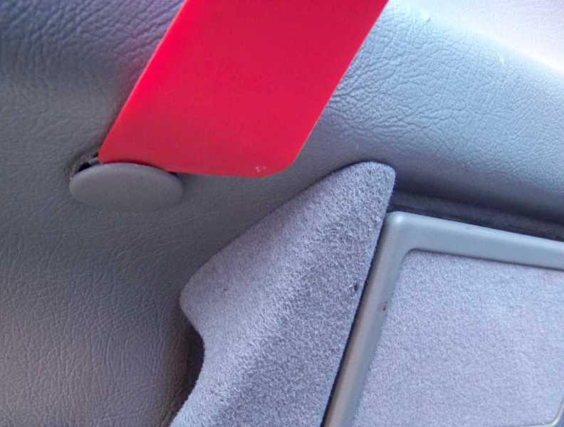 [Tuto] W210 - Démonter les panneaux de portes arrières 100_769