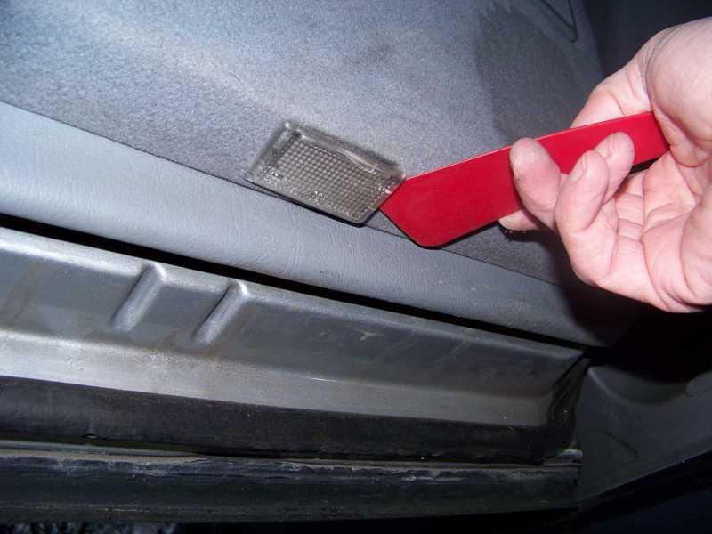 [Tuto] W210 - Démonter les panneaux de portes arrières 100_772