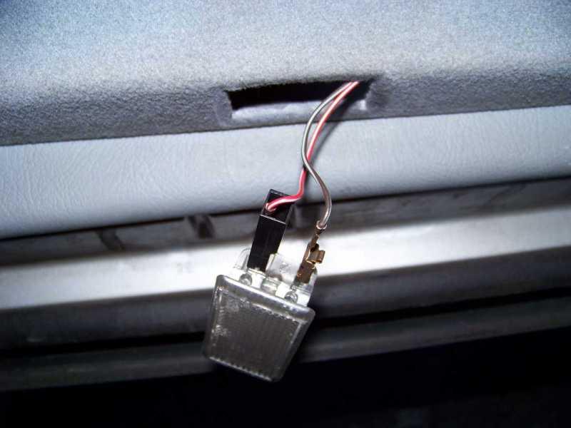 [Tuto] W210 - Démonter les panneaux de portes arrières 100_773