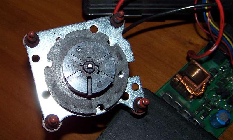[Tuto-Brico] W210 C208 - Réparation Pompe à dépression de centralisation. 100_2568