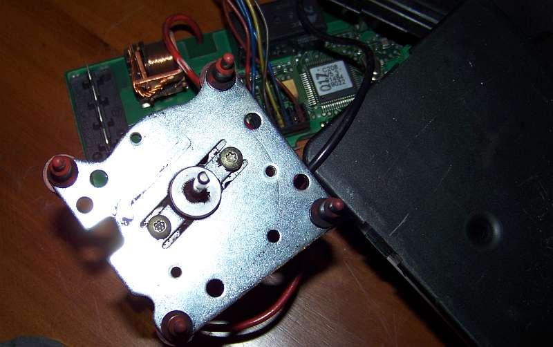 [Tuto-Brico] W210 C208 - Réparation Pompe à dépression de centralisation. 100_2570