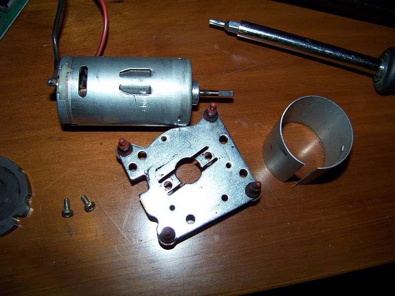 [Tuto-Brico] W210 C208 - Réparation Pompe à dépression de centralisation. 100_2571
