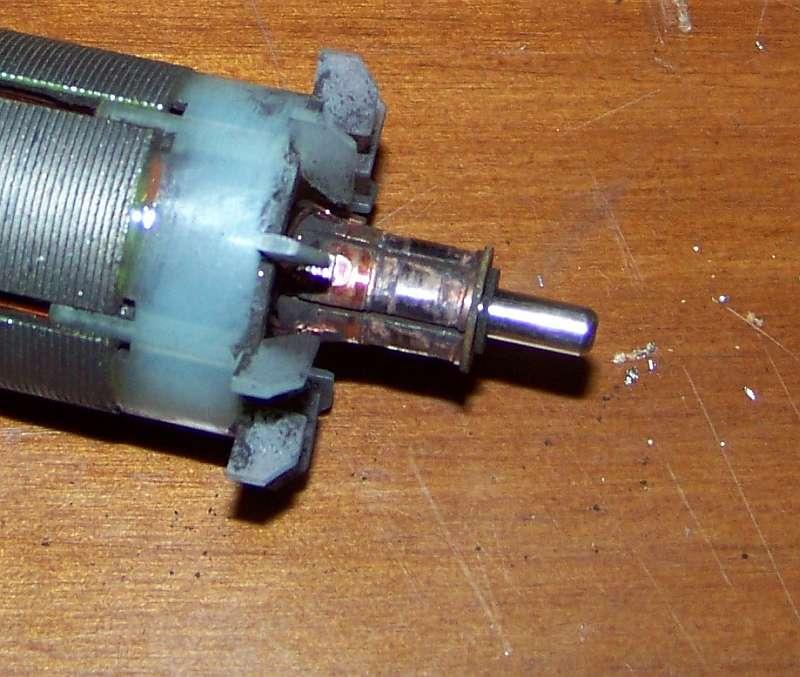 [Tuto-Brico] W210 C208 - Réparation Pompe à dépression de centralisation. 100_25731