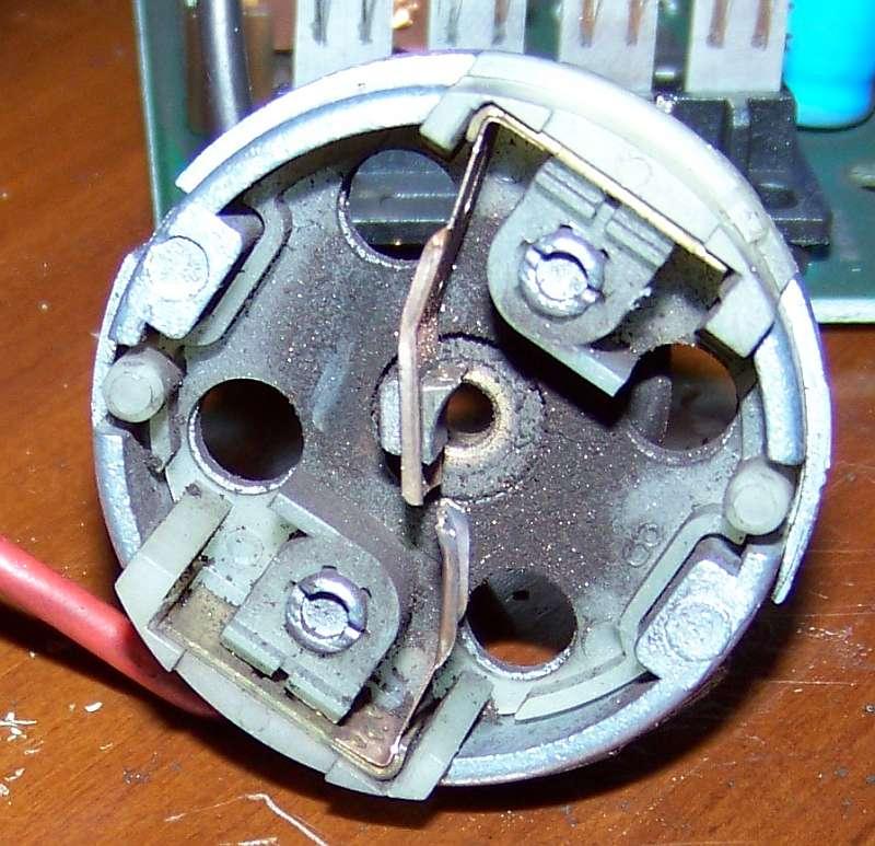 [Tuto-Brico] W210 C208 - Réparation Pompe à dépression de centralisation. 100_2574