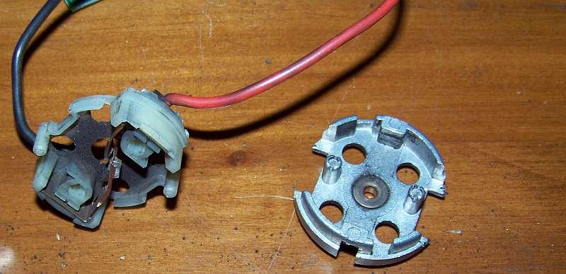 [Tuto-Brico] W210 C208 - Réparation Pompe à dépression de centralisation. 100_2575