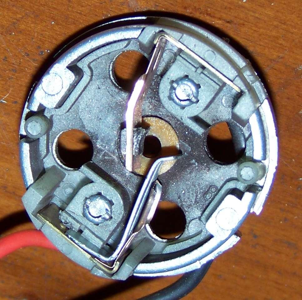 [Tuto-Brico] W210 C208 - Réparation Pompe à dépression de centralisation. 100_2580