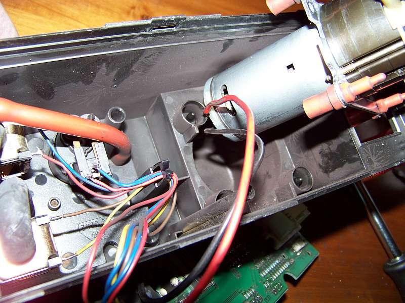 [Tuto-Brico] W210 C208 - Réparation Pompe à dépression de centralisation. 100_2581
