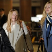 Dakota Fanning / Michael Sheen - Imagenes/Videos de Paparazzi / Estudio/ Eventos etc. - Página 6 0c9c44230664538