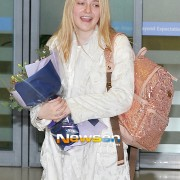 Dakota Fanning / Michael Sheen - Imagenes/Videos de Paparazzi / Estudio/ Eventos etc. - Página 6 21aa74230664387