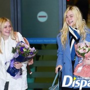 Dakota Fanning / Michael Sheen - Imagenes/Videos de Paparazzi / Estudio/ Eventos etc. - Página 6 9bb221230664514