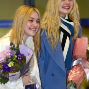 Dakota Fanning / Michael Sheen - Imagenes/Videos de Paparazzi / Estudio/ Eventos etc. - Página 6 80a4a6230664546