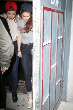 Kristen Stewart - Imagenes/Videos de Paparazzi / Estudio/ Eventos etc. - Página 31 426f4f241527868