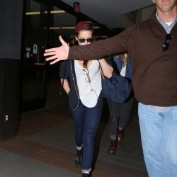 Kristen Stewart - Imagenes/Videos de Paparazzi / Estudio/ Eventos etc. - Página 31 B387d6229009828