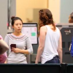 Kristen Stewart - Imagenes/Videos de Paparazzi / Estudio/ Eventos etc. - Página 31 B20f22229010488
