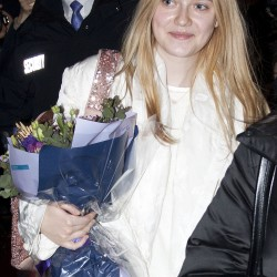 Dakota Fanning / Michael Sheen - Imagenes/Videos de Paparazzi / Estudio/ Eventos etc. - Página 6 F47ecb230664984