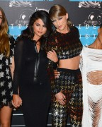 """Selena Gomez """"2015 MTV Video Music Awards at Microsoft Theater in Los Angeles"""" (30.08.2015) 780x updatet 52ae14433412869"""