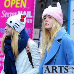 Dakota Fanning / Michael Sheen - Imagenes/Videos de Paparazzi / Estudio/ Eventos etc. - Página 6 Cadc23230665912