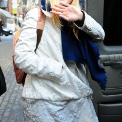 Dakota Fanning / Michael Sheen - Imagenes/Videos de Paparazzi / Estudio/ Eventos etc. - Página 6 Db8a85230666080