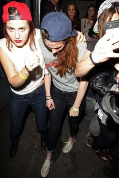 Kristen Stewart - Imagenes/Videos de Paparazzi / Estudio/ Eventos etc. - Página 31 5df0eb241527839
