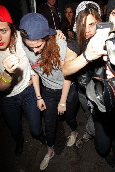 Kristen Stewart - Imagenes/Videos de Paparazzi / Estudio/ Eventos etc. - Página 31 93faf8241527878