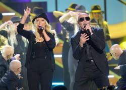 [Fotos+Video] Pitbull & Christina Aguilera cantaron en los Kids' Choice Awards 2013 - Página 4 088276245124107