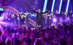[Fotos+Video] Pitbull & Christina Aguilera cantaron en los Kids' Choice Awards 2013 - Página 4 Ce8955245124083