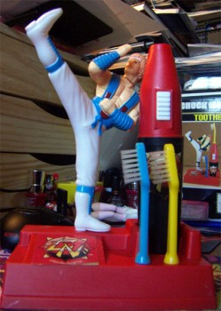 Dossier Chuck Norris - Karate Kommandos - Page 2 Dafc40321930235