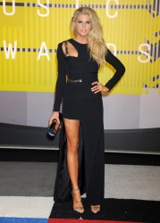 """Charlotte McKinney """"2015 MTV Video Music Awards at Microsoft Theater in Los Angeles"""" (30.08.2015) 33x  updated x3 677fa9432966353"""