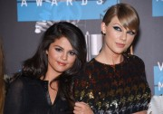 """Selena Gomez """"2015 MTV Video Music Awards at Microsoft Theater in Los Angeles"""" (30.08.2015) 780x updatet B621d2433428890"""
