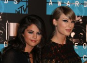 """Selena Gomez """"2015 MTV Video Music Awards at Microsoft Theater in Los Angeles"""" (30.08.2015) 780x updatet 5d464d433430569"""