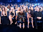 """Selena Gomez """"2015 MTV Video Music Awards at Microsoft Theater in Los Angeles"""" (30.08.2015) 780x updatet 70641f433438112"""