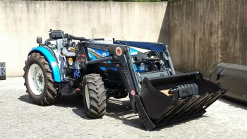 Traktori New Holland opća tema B3f54b442132209
