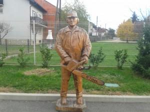 Izrada drvenih skulptura motornom pilom 10a2e5446646924