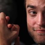 Robert Pattinson à la conférence de presse Cosmopolis - Cannes - 25.05.2012 ( Photos HQ 03) Bbbd9d192766977