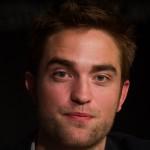 Robert Pattinson à la conférence de presse Cosmopolis - Cannes - 25.05.2012 ( Photos HQ 03) F0fb2a192768249