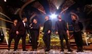 Take That au X Factor 12-12-2010 Abda3f111017313