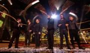 Take That au X Factor 12-12-2010 698128111017135