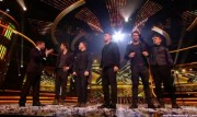 Take That au X Factor 12-12-2010 4b5580111017144