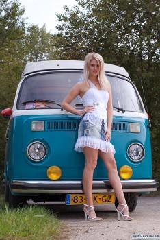 Volkswagen et ses donzelles ... - Page 4 84081d166535502
