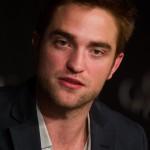 Robert Pattinson à la conférence de presse Cosmopolis - Cannes - 25.05.2012 ( Photos HQ 03) 91ea6a192768332