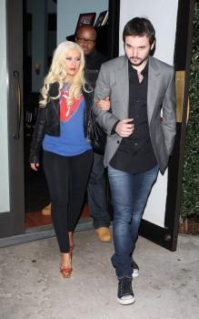 [Fotos+Video] Christina Aguilera y Matt Rutler en Osteria Mozza  9a7ce8159961281