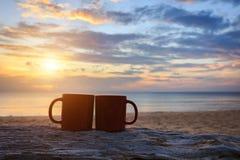 bebe - Dobrodošao mart, proljeće i bebe  - Page 15 Coffee-cup-wood-log-sunset-sunrise-beach-close-up-61732499