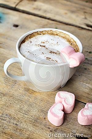 Vendredi 2 octobre Chocolat-chaud-avec-la-guimauve-de-rose-de-coeur-36452794