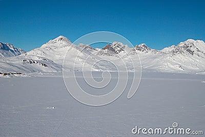 [Missão para Igor Romanov] A Chegada  Greenland-montanhas-e-floe-de-gelo-8355946